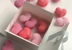 Macaron in hartjesvorm per 5 stuks